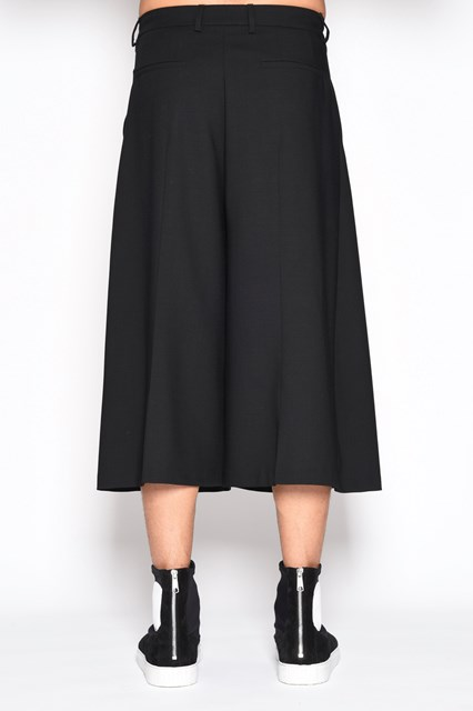 McQ ALEXANDER McQUEEN Quilted 'Atami' skirt style shorts with zipper and pockets