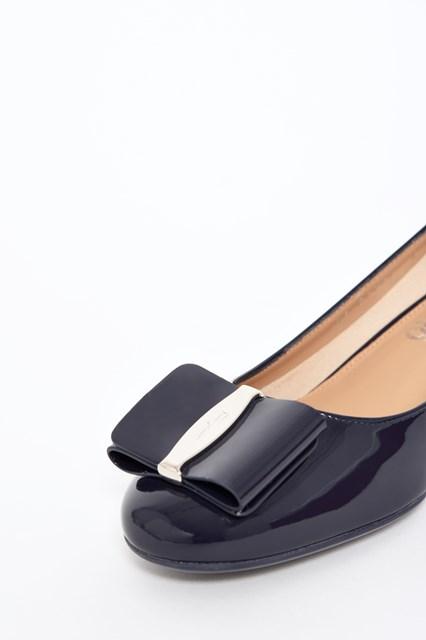 SALVATORE FERRAGAMO Patent leather 'Elinda' decolletè