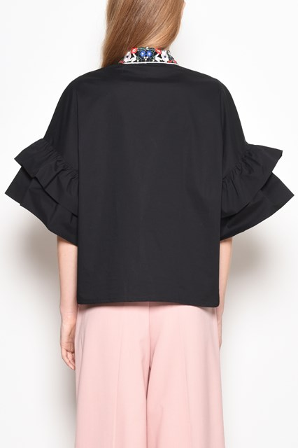 VIVETTA 'Nicosia' blouse with 'Hands' embroidery and rouge on the sleeves