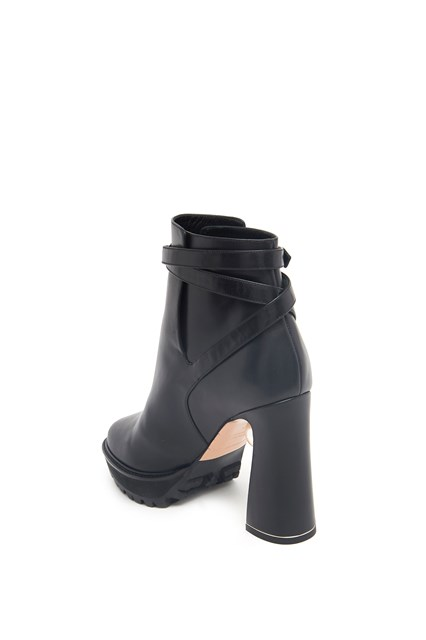 NICHOLAS KIRKWOOD Ankle boot with pearl